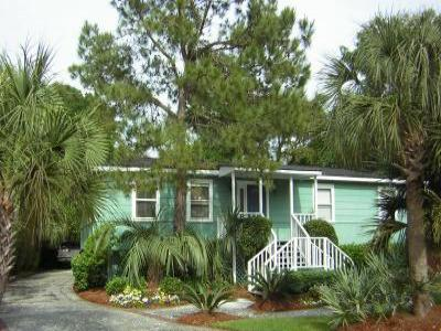 VacationsFRBO Isle of Palms Vacation Rentals Property ID 16685 Cozy Beach Cottage with Heated Pool: