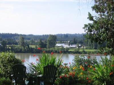 VacationsFRBO Maple Ridge Vacation Rentals Property ID 19377 Fraser Riverview Holiday Apartment