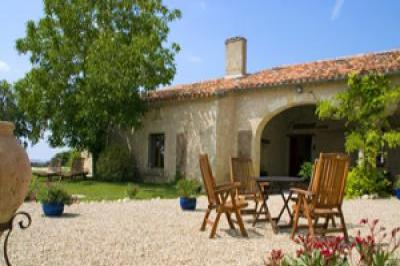 VacationsFRBO Pouy Roqualaure Vacation Rentals Property ID 27618 Le Clozet