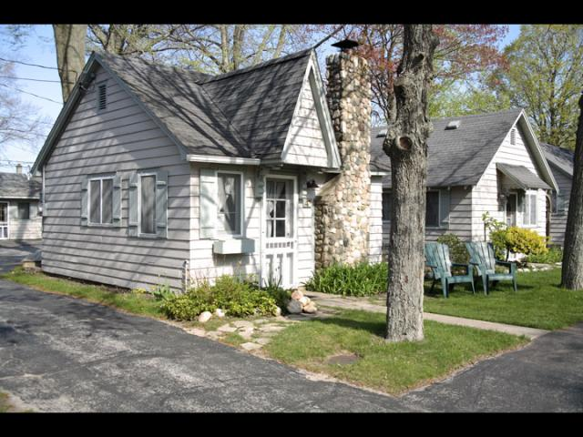 VacationsFRBO Ludington Vacation Rentals Property ID 33063 Parkview Cottage #5